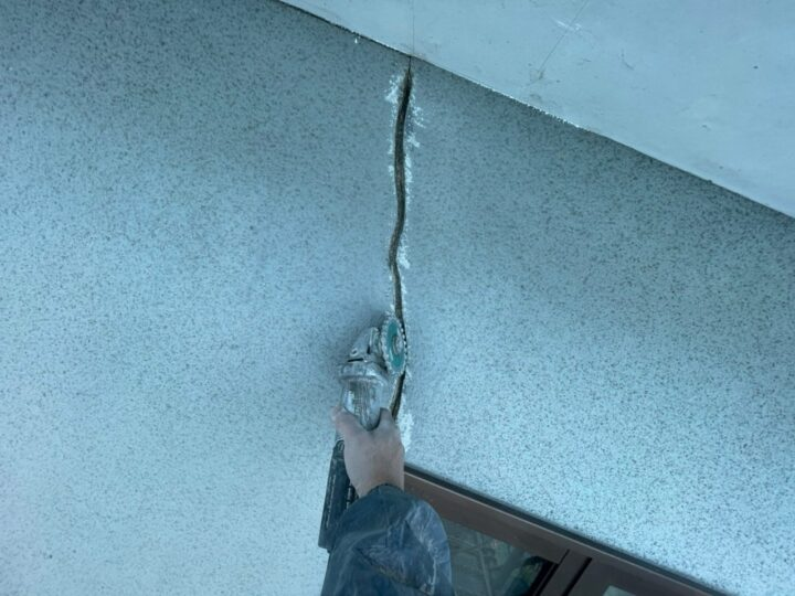 外壁 ひび割れ補修(Vカット)